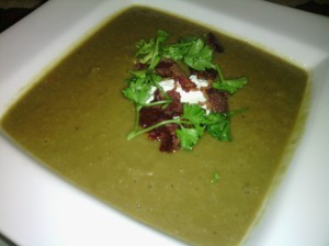 DISH OF LENTIL SOUP WITH DOLLOP OF SOUR CREAM AND GARNISH OF CRISPY BACON/PARSLEY