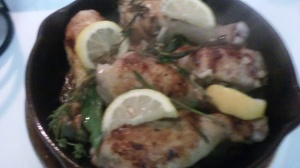 BROWNED CHICKEN DRUMSTICKS WITH TARRAGON AND LEMON SLICES FOR ROASTING