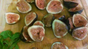 FRESH FIGS CUT IN HALVES ALONG WITH MINT